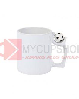 Белая футбольная чашка с мячом